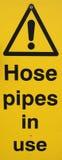 Warnzeichen der Schlauchleitung Stockfotos