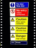 Warnzeichen an der U-Bahnstation, London, Großbritannien Lizenzfreies Stockbild