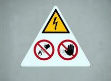 Warnzeichen des Gefahrenstroms ziehen Sie ` t Note an, ziehen Sie ` t Wurfswasser an Stockbild