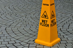 Warnzeichen des glatten Fußbodenbelags Stockbild
