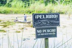 Warnzeichen des Krokodils Stockfoto