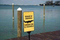 Warnzeichen des Krokodils Lizenzfreie Stockfotos