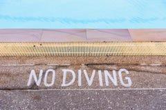 Warnzeichen, die Tauchen im Pool verbieten Lizenzfreies Stockbild
