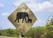 Warnzeichen für Elefanten auf der Straße Lizenzfreies Stockbild