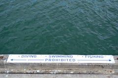 Warnzeichen f?r Tauchen, Schwimmen und Fischen stockfotografie
