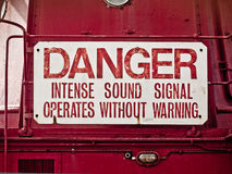 Warnzeichen: Gefahr, intensives Tonsignal stockbilder