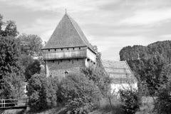 Warowny średniowieczny saxon kościół w wiosce Bradeni, Henndorf, Hegendorf, Transylvania, Rumunia Zdjęcie Stock