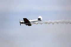 WARPLANE with smoke from the engine Royalty Free Stock Photos