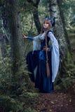 Warrioress Valkyrie в костюме сороки стоковое изображение