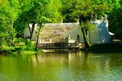 Warsaw's皇家浴的公园,波兰圆形露天剧场 免版税图库摄影