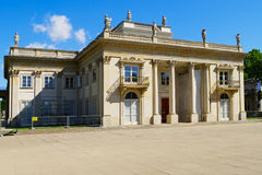 小岛的宫殿在Warsaw's皇家浴公园,波兰 免版税库存照片