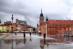 Warsaw i regnet arkivfoton