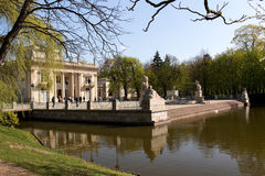 warsaw Lazienki (Kąpielowy) Królewski park Pałac na wodzie Obraz Stock