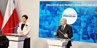 Leader of ruling party Law and Justice, Kaczynski, right, and Polish Prime Minister Szydlo attend a press conference summarizing t Stock Photography