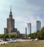 Warsaw Polen Centrum med slotten av kultur och vetenskap royaltyfria bilder