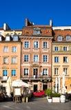 WARSCHAU, POLEN - 21. APRIL 2016: Warschaus alte Stadt Market Place (Rynek Starego Miasta) an einem sonnigen Tag Lizenzfreies Stockfoto
