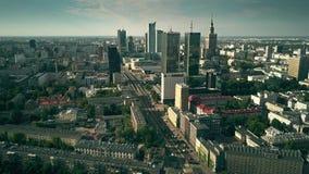 WARSCHAU, POLEN - 7. AUGUST 2018 Luftschuß des Stadtzentrums stock footage