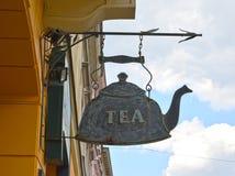 Warschau, Polen Ein Straßenschild - eine Teekanne mit dem Aufschrift ` Tee ` Stockfoto