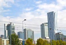 Warschau, Polen Eine Art auf Wolkenkratzern nahe Sredmestye Lizenzfreies Stockfoto