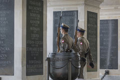 WARSCHAU, POLEN - JULI, 08: Das Grabmal des unbekannten Soldaten Lizenzfreie Stockfotos