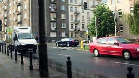 WARSCHAU, POLEN - 11. JULI 2017 Stadtstraße afer Sommerregen Lizenzfreie Stockfotos