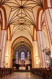 WARSCHAU, POLEN - 12. JUNI 2012: Innenraum der katholischen Kirche in Warschau, Polen Stockfotos