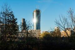 WARSCHAU, POLEN - NOVEMBER 2017 Ansicht mit goldenen Terrassen, Wolkenkratzer Zlota 44, Warschau ragt, Interkontinentalhotel, War Stockbilder