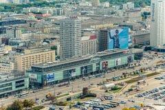 Warschau/Polen - 09 15 2015: Vogelperspektive auf der Hauptstraße herein in die Stadt Stockfoto