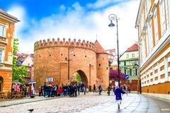 """Warshau, Polen †""""07 Mei, 2017: barbacanevesting in Warshau - het versterken van de 16de eeuw Royalty-vrije Stock Afbeeldingen"""