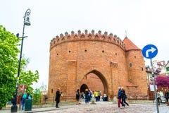 """Warshau, Polen †""""07 Mei, 2017: barbacanevesting in Warshau - het versterken van de 16de eeuw stock afbeelding"""
