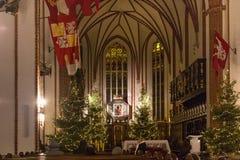 WARSHAU, POLEN - JANUARI 01, 2016: Binnenland van gotische St John ` s Archcathedral in Kerstmisdecoratie Royalty-vrije Stock Afbeelding