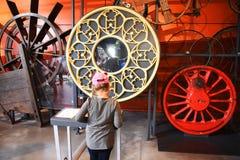 Warshau, 14 Polen-Juli, 2018: Het Copernican-Wetenschapscentrum Het ontwikkelen van interactief kinderen` s museum stock fotografie