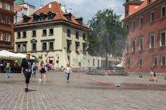 Warshau, Polen - Juni 23, 2016 Bij het kasteelvierkant van de oude stad in Warshau Stock Foto's
