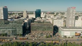 WARSHAU, POLEN - JUNI 5, 2019 Satellietbeeld van Marszalkowska-straat in stadscentrum stock video