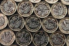 Warstwa nowe funtowe monety przedstawiać w Brytania w 2017 Obrazy Stock