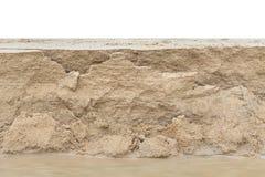 Warstwa piasek od piasek erozi na plaży Odizolowywający na bielu fotografia royalty free