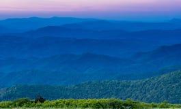 Warstwy Blue Ridge Mountains przy zmierzchem zdjęcie stock