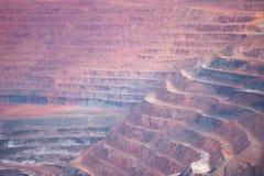 Warstwy Otwierają cięcie kopalni kopalni depozyty Fotografia Stock