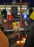 Warszawa Augusti 20,2014 - Pope John Paul Ii minne vid natt från Warszawa i Polen Arkivfoto