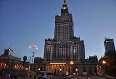 Warszawa Augusti 20,2014 - slott av kultur och vetenskap vid natt från Warszawa i Polen Arkivbilder