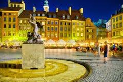 Warszawa gamla stad vid nigth Fotografering för Bildbyråer