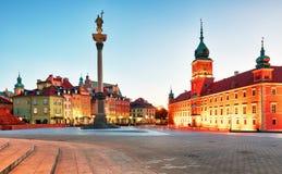 Warszawa gammal stadfyrkant på natten, Polen, ingen Arkivbild