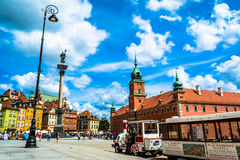 "Warszawa Polen †""Juli 14, 2017: Plac Zamkowy - slottfyrkanten i Warszawa Arkivbild"