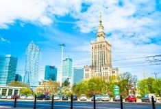"Warszawa Polen †""Maj 06, 2017: Panorama av Warszawa med moderna skyskrapor på en solig dag Arkivfoton"