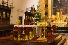 WARSZAWA POLEN - JANUARI 02, 2016: Korpulpet i Roman Catholic Church av den heliga cent för kors XV-XVI Royaltyfri Bild