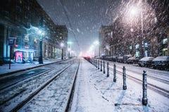 Warszawa Polen - Januari 19th 2018: En kraftig snöstorm en natt i Warszawa Royaltyfri Foto