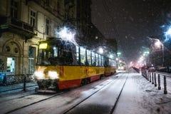 Warszawa Polen - Januari 19th 2018: En kraftig snöstorm en natt i Warszawa Arkivbilder