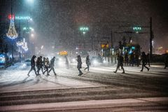 Warszawa Polen - Januari 19th 2018: En kraftig snöstorm en natt i Warszawa Arkivbild