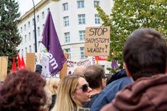 Warszawa Polen, 2016 10 01 - protestera mot anti--abort lag f Arkivbilder