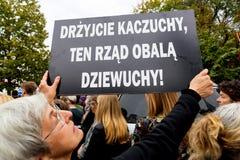 Warszawa Polen, 2016 10 01 - protestera mot anti--abort lag f Arkivfoton